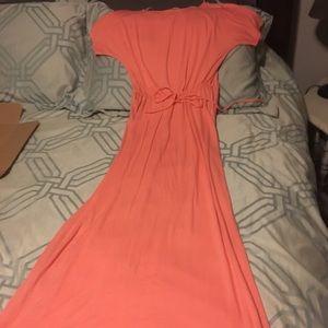Francesca's Collections Dresses - Peach maxi size M NWOT short sleeve.